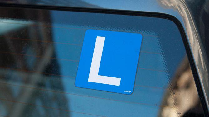 Wie vanaf juli rijbewijs haalt, moet na zes maanden verplicht terug naar rijles